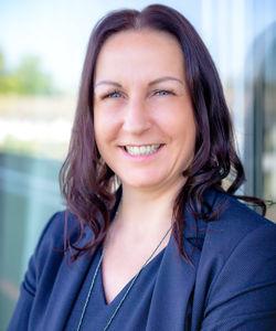 Peggy Hanke - Managing Partner Geschäftsführer der FOURTEENONE Silver GmbH langjährige Branchenerfahrung in leitender Funktion umfangreiche Erfahrungen im Bereich spezialisierter Personaldienstleistungen