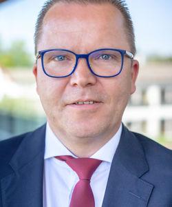 Jens Hollmichel - Managing Partner Geschäftsführer der FOURTEENONE Orange GmbH langjährige Branchenerfahrung in leitender Funktion Spezialist für Onsite-Management und Outsourcing